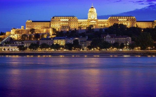 Отель Mercure Budapest Castle Hill Будапешт вид на фасад