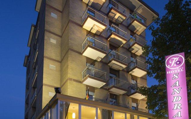 Hotel Sandra Римини вид на фасад