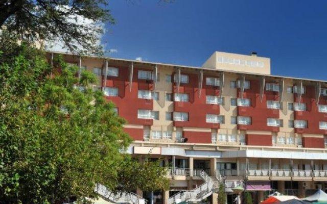 Отель Cresta President Габороне вид на фасад