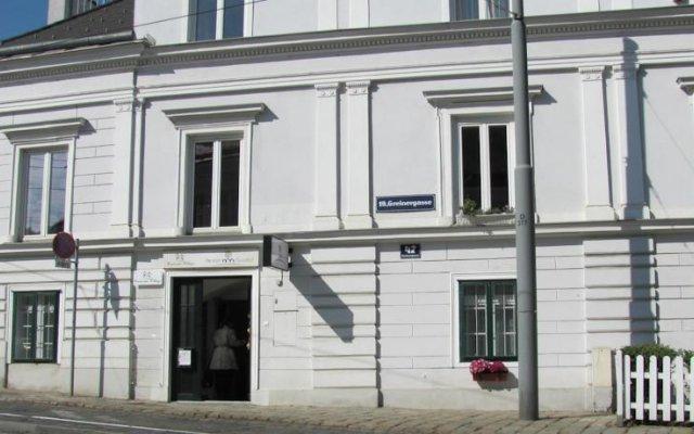 Отель Pension Nussdorf вид на фасад