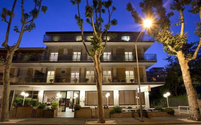 Hotel Giordo Римини вид на фасад