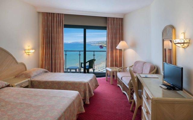 Отель Aska Just In Beach – All Inclusive комната для гостей