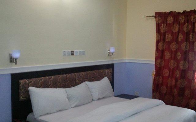 Отель Lush Suites Калабар комната для гостей