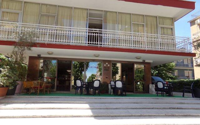 Отель Fellini Rimini Римини вид на фасад