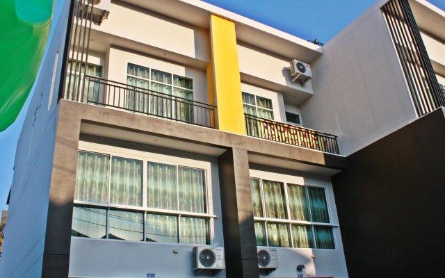 The Blue Rabbit Phuket Hotel вид на фасад