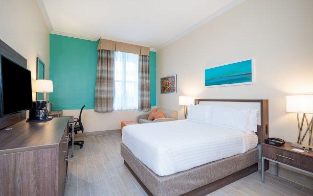 Holiday Inn Express & Suites Nassau 2