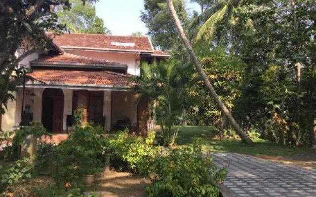 Отель Saaketha House Шри-Ланка, Пляж Golden Mile - отзывы, цены и фото номеров - забронировать отель Saaketha House онлайн вид на фасад