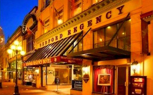 Отель The Bedford Regency Hotel Канада, Виктория - отзывы, цены и фото номеров - забронировать отель The Bedford Regency Hotel онлайн вид на фасад
