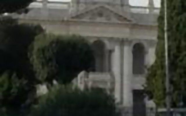 Отель La Grande Bellezza Guesthouse Rome вид на фасад