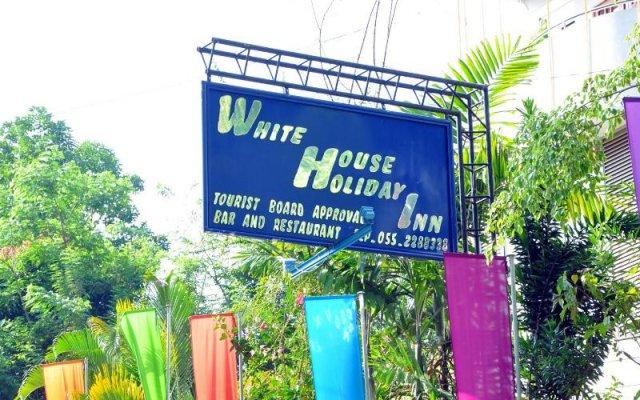 Отель White House Holiday Inn вид на фасад