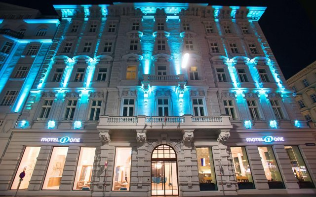Отель Motel One Wien-Staatsoper Австрия, Вена - 1 отзыв об отеле, цены и фото номеров - забронировать отель Motel One Wien-Staatsoper онлайн вид на фасад