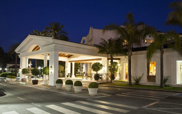 Отель Los Monteros Spa & Golf Resort вид на фасад