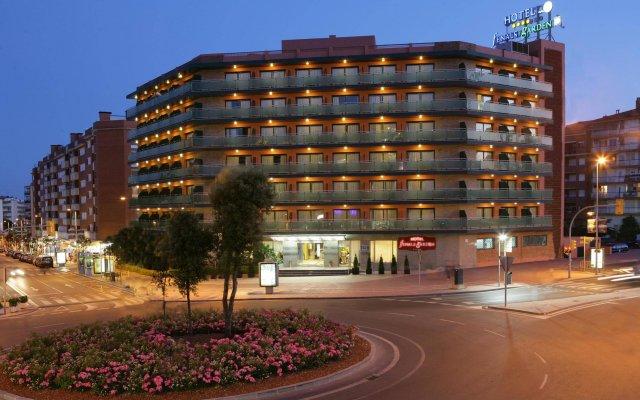 Отель Fenals Garden вид на фасад