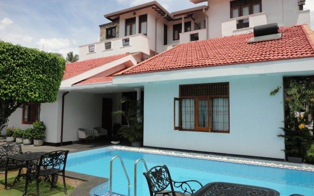 Отель Suriya Arana вид на фасад