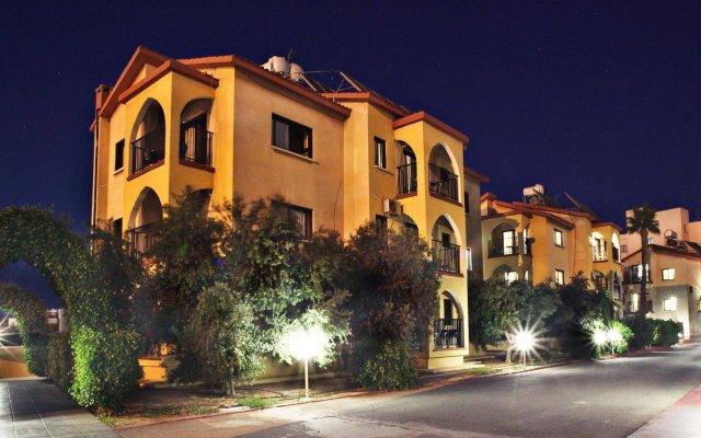Отель Windmills Hotel Apartments Кипр, Протарас - отзывы, цены и фото номеров - забронировать отель Windmills Hotel Apartments онлайн вид на фасад