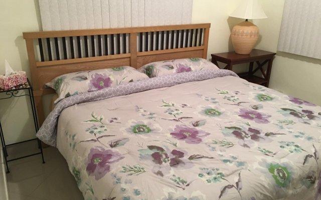 Отель Travelers Bed and Rest 1Bedroom вид на фасад