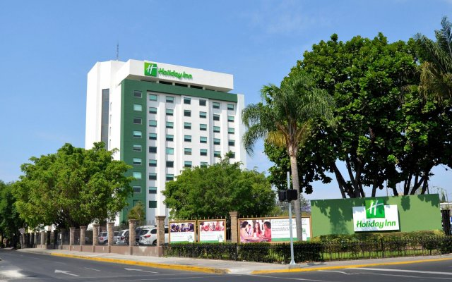 Отель Holiday Inn Guadalajara Expo вид на фасад