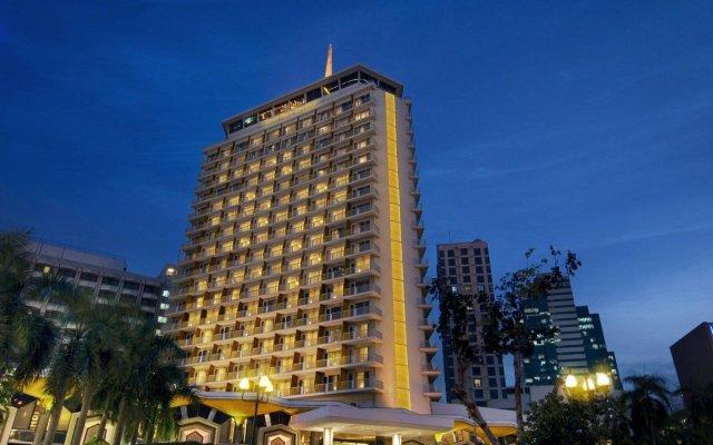 Dusit Thani Bangkok Hotel вид на фасад