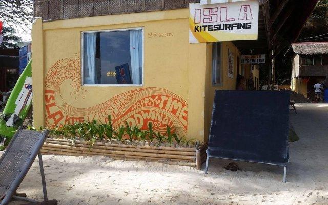 Отель Isla Kitesurfing Guesthouse Филиппины, остров Боракай - 1 отзыв об отеле, цены и фото номеров - забронировать отель Isla Kitesurfing Guesthouse онлайн вид на фасад
