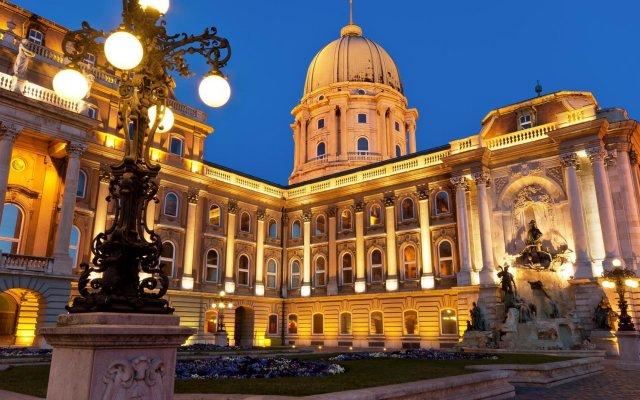 Отель Budapest City Central Венгрия, Будапешт - 2 отзыва об отеле, цены и фото номеров - забронировать отель Budapest City Central онлайн вид на фасад
