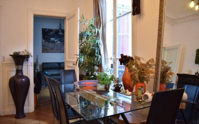 Апартаменты Charming 1 Bedroom Apartment in St Germain интерьер отеля