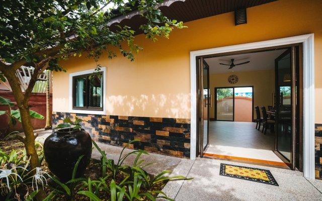 Отель 5 Bedrooms Pool Villa Behind Phuket Z00 Таиланд, Бухта Чалонг - отзывы, цены и фото номеров - забронировать отель 5 Bedrooms Pool Villa Behind Phuket Z00 онлайн вид на фасад