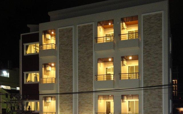 Отель 99 Voyage Patong вид на фасад