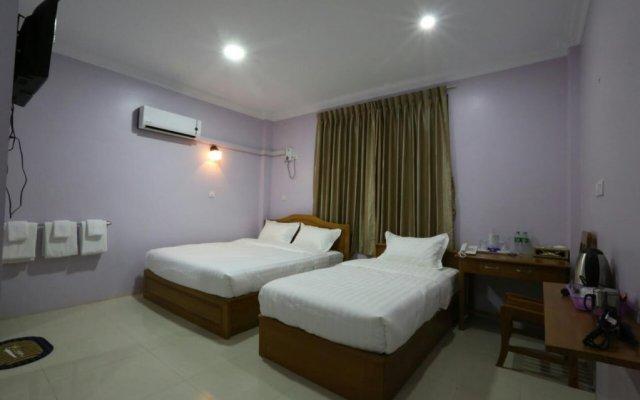 Golden Dragon Hotel комната для гостей