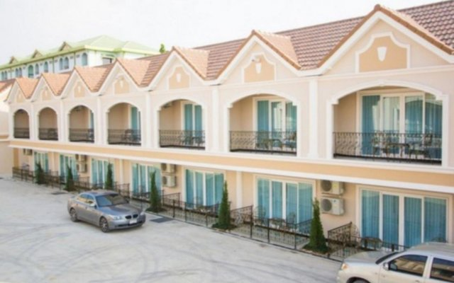 Отель LK Majestic Villa вид на фасад