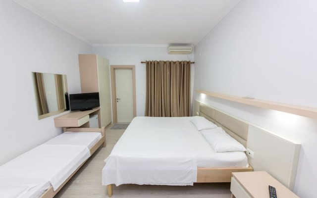 Hotel Andi 0