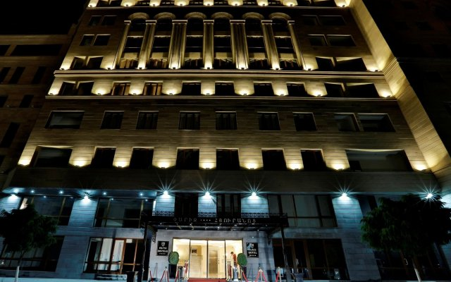Paris Hotel in Yerevan, Armenia from 94$, photos, reviews - zenhotels.com hotel front