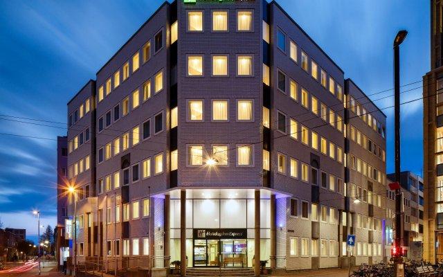 Отель Holiday Inn Express Arnhem вид на фасад