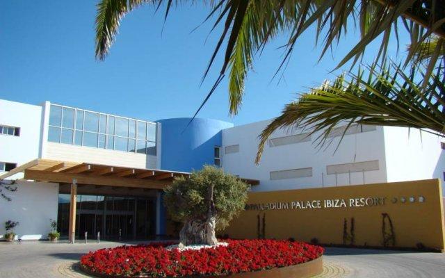 Отель Grand Palladium Palace Ibiza Resort & Spa Испания, Сант Джордин де Сес Салинес - 1 отзыв об отеле, цены и фото номеров - забронировать отель Grand Palladium Palace Ibiza Resort & Spa онлайн вид на фасад