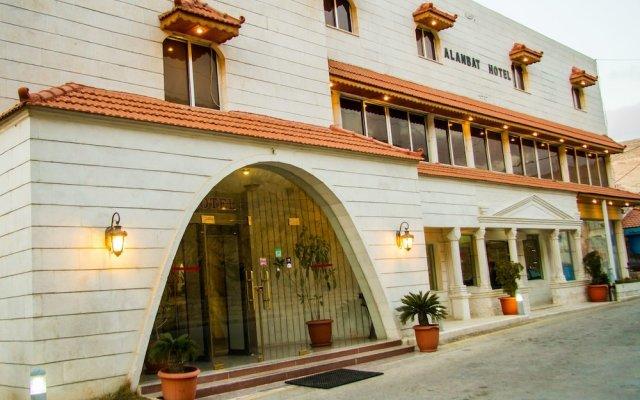 Отель Alanbat Hotel Иордания, Вади-Муса - отзывы, цены и фото номеров - забронировать отель Alanbat Hotel онлайн вид на фасад