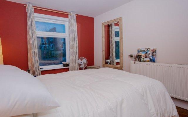 Отель 1 Bedroom Flat Near Hampstead Heath комната для гостей