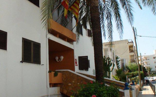 Отель Apartamentos Llevant вид на фасад