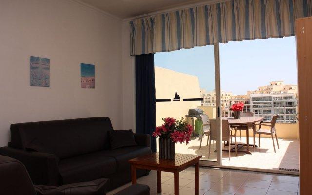 Отель Spinola Bay Apartment Мальта, Сан Джулианс - отзывы, цены и фото номеров - забронировать отель Spinola Bay Apartment онлайн комната для гостей