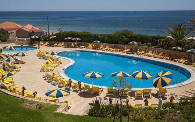 Отель Jardim do Vau Resort бассейн