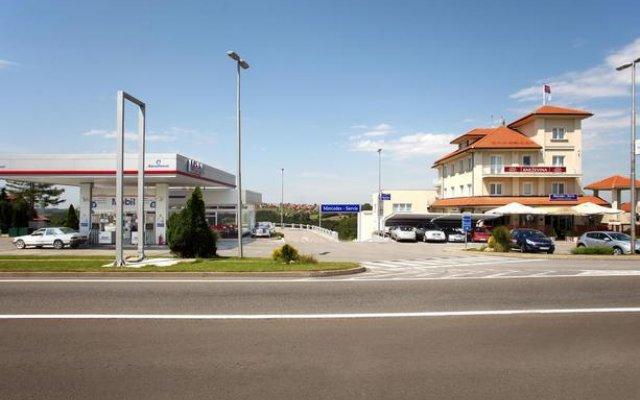 Hotel Knezevina вид на фасад