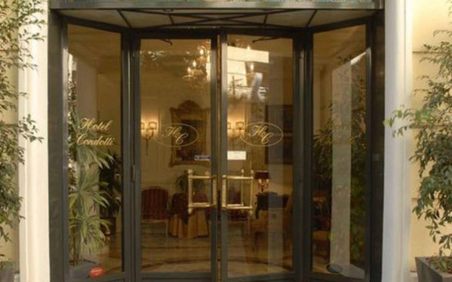 Hotel Condotti вид на фасад