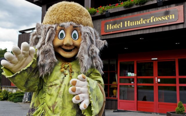 Отель Hunderfossen Hotell & Resort вид на фасад