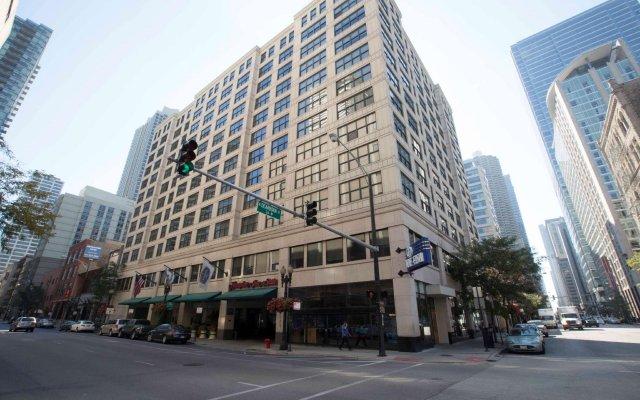 Отель Hampton Inn & Suites Chicago Downtown вид на фасад