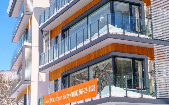 Отель Mountainside Hakuba Хакуба вид на фасад