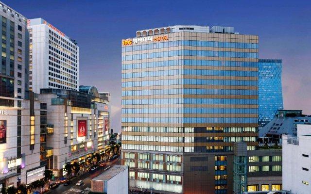 Отель Ibis Ambassador Myeong-dong вид на фасад
