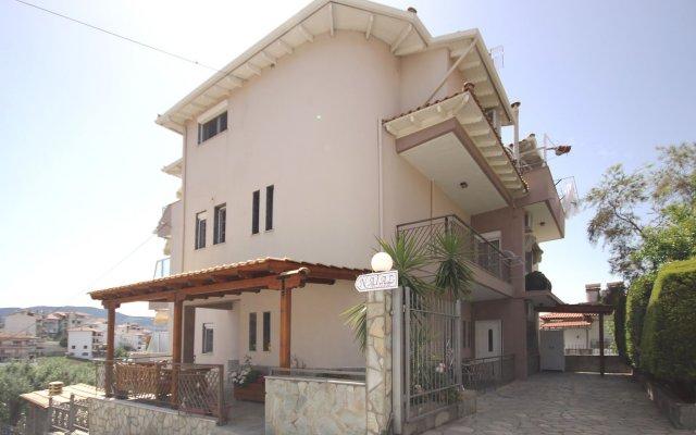 Отель Naias вид на фасад