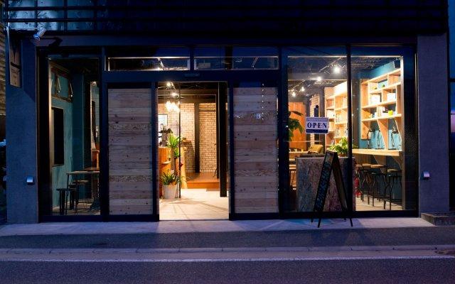 Отель TONAGI Hostel & Cafe Япония, Фукуока - отзывы, цены и фото номеров - забронировать отель TONAGI Hostel & Cafe онлайн вид на фасад