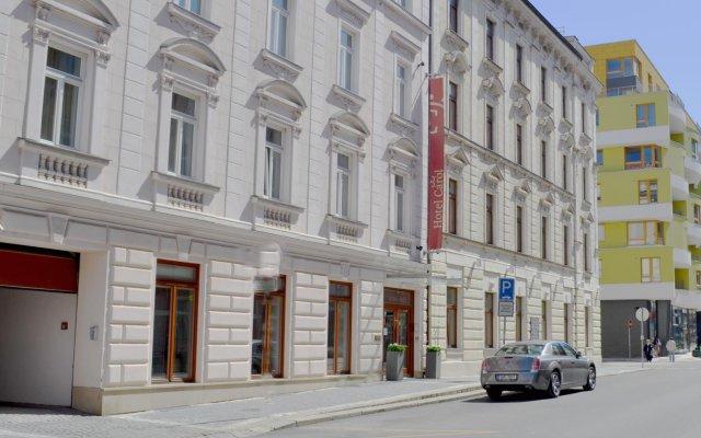 Отель Carol Прага вид на фасад