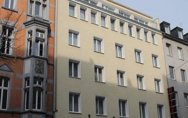Monopol Hotel вид на фасад