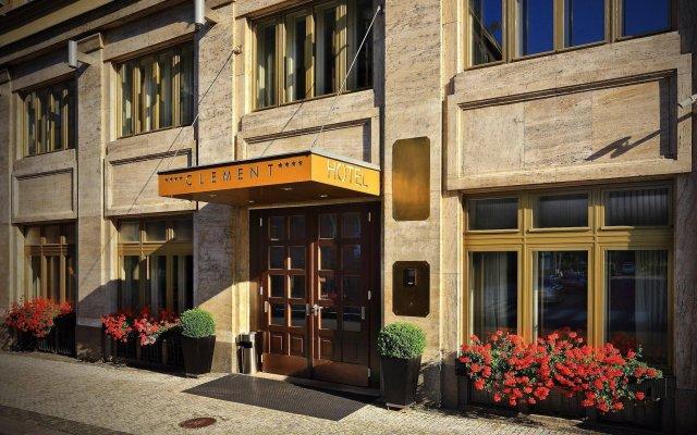Отель CLEMENT Прага вид на фасад
