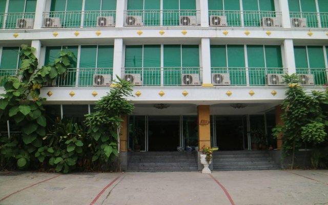 Отель Diamond Sweet Бангкок вид на фасад